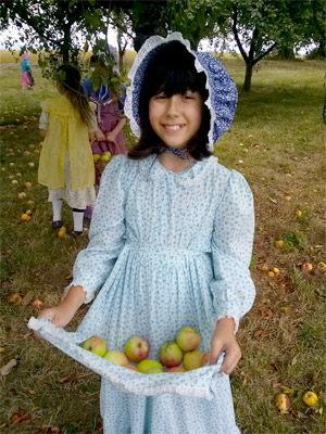pioneer girl apron with apples singing creek center