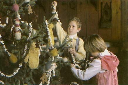 boy-and-girl-with-tree
